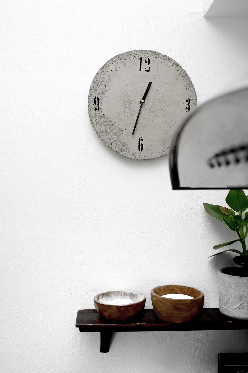 DIY concrete wall clock by Katarina Natalie